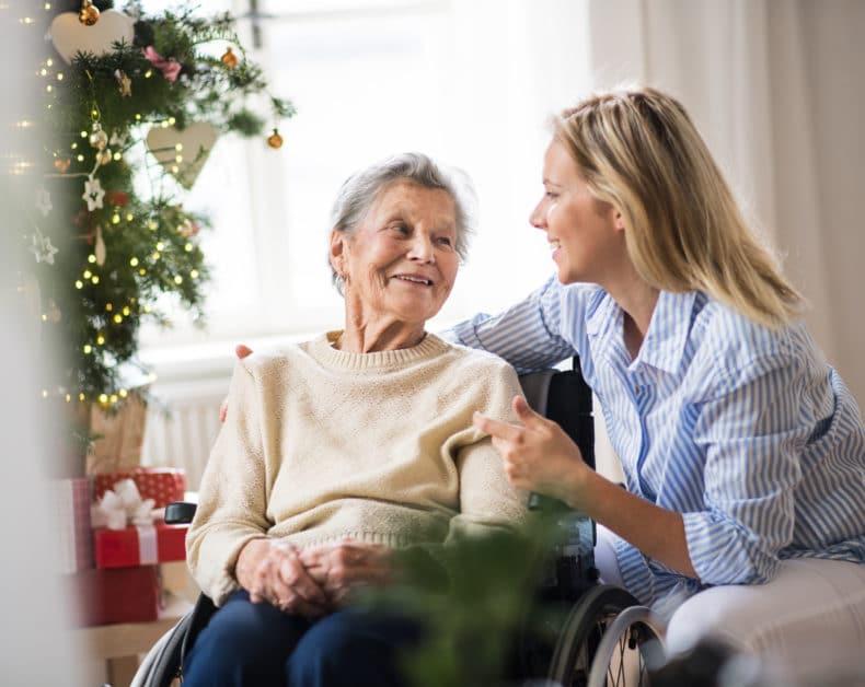 Idei de cadouri pentru persoanele in varsta si rezidentii caminelor de batrani